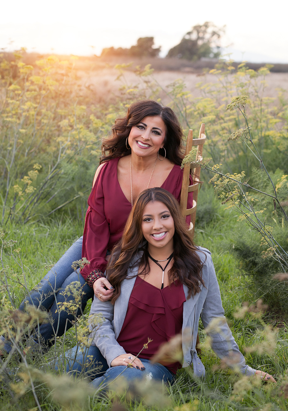 IMG_0313_flowers_family_portrait_mother_daughter_portrait_San_Ramon_Cal_high_family_gretchen-adams-photography.jpg