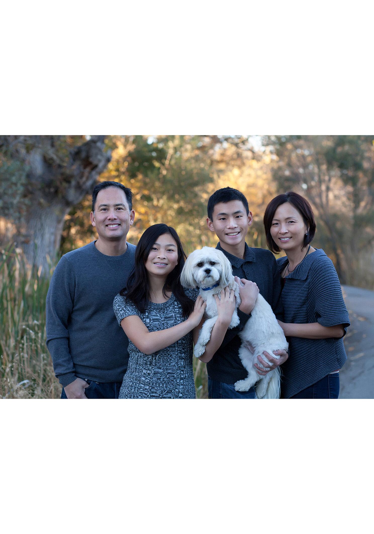 family portrait with dog in walnut creek gernational portrait se