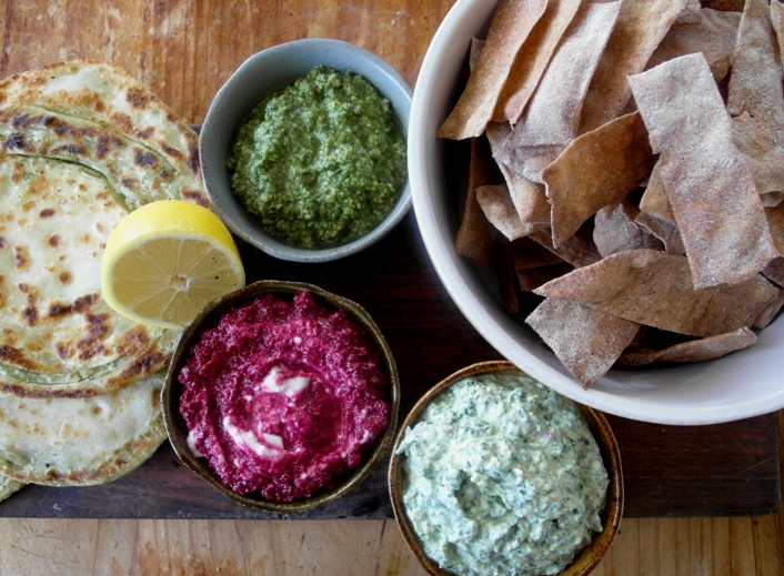 3 home-made palm oil-free dips + home-made spelt crackers. Find the recipe  here .