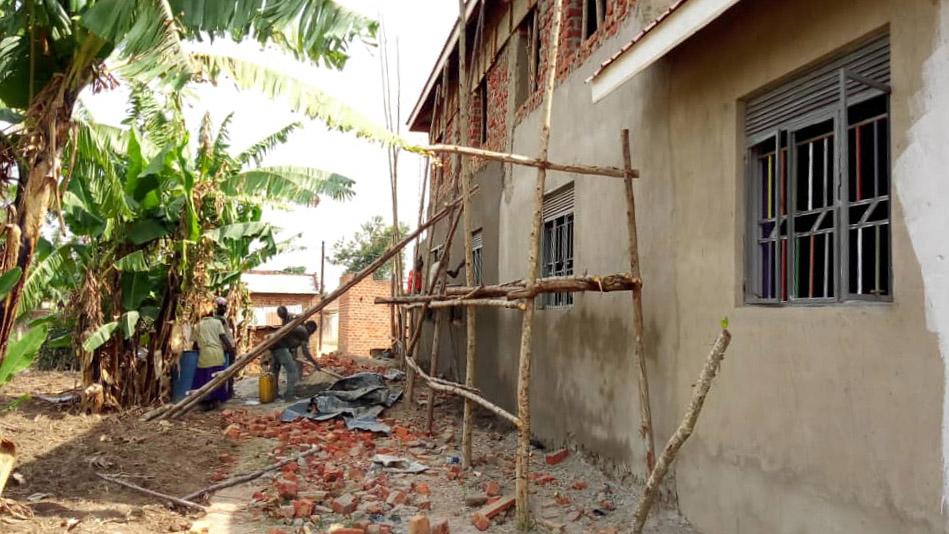 AIC Vorschule in Uganda Bauarbeit.jpg