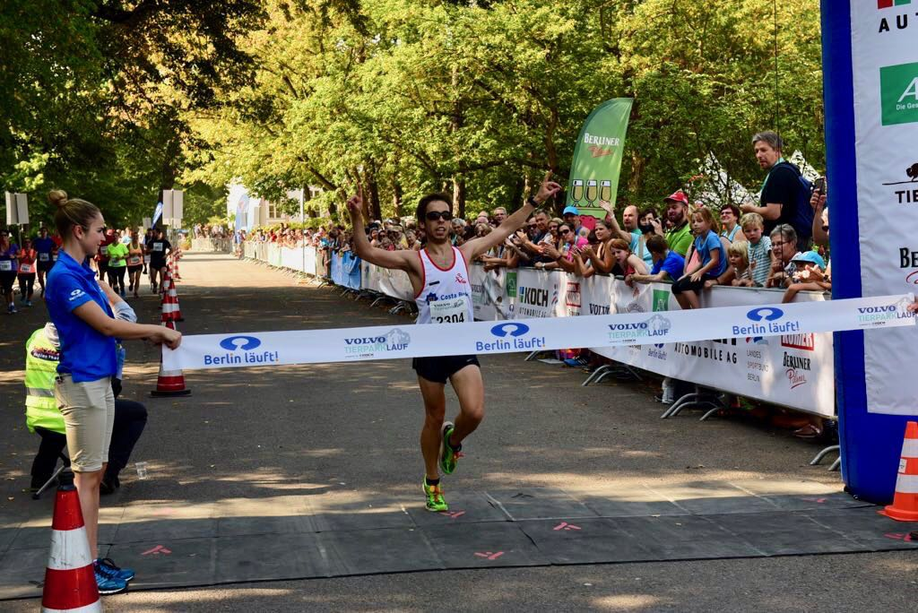 Ignasi crosses the finish line!