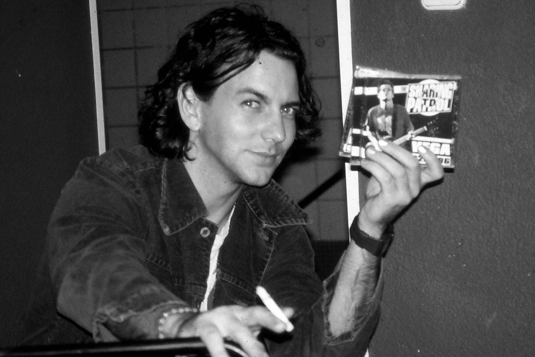 Eddie Vedder promotes The Sharing Patrol. Barcelona, Spain. November 22, 1996. Photo: Henrik Tuxen.