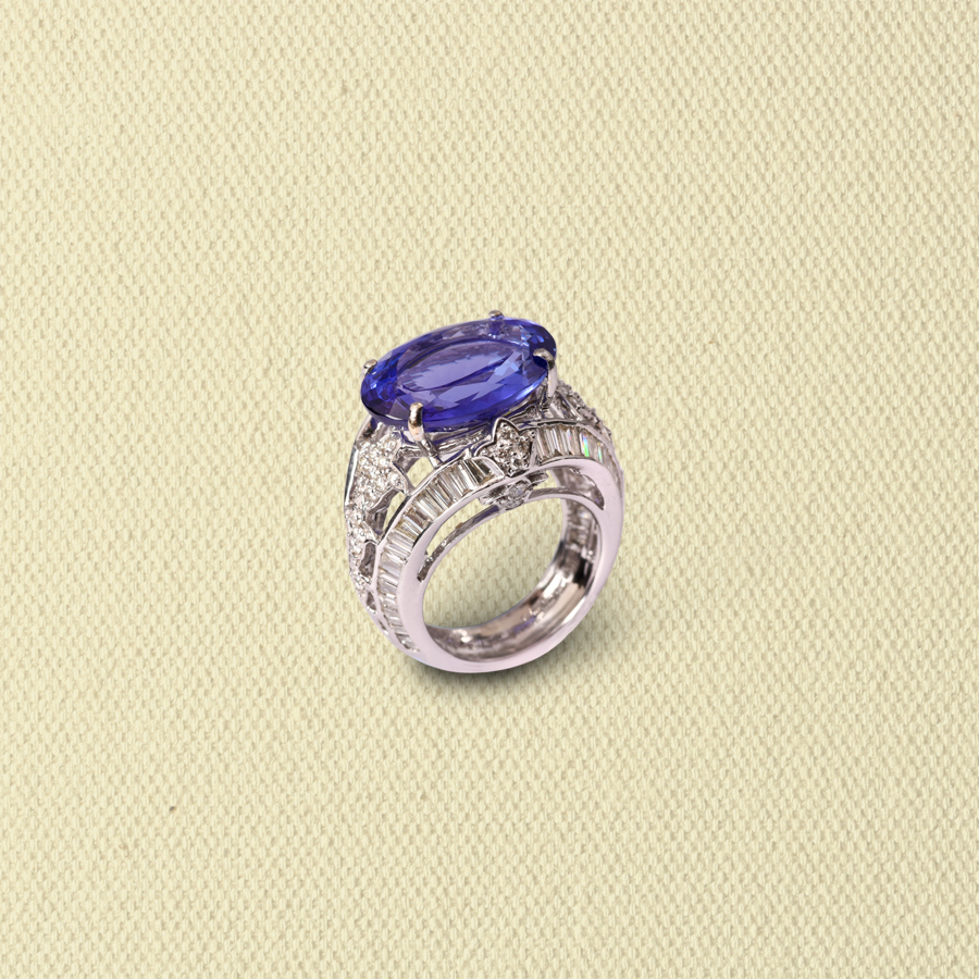 TANZANITE RING WITH DIAMOND BAGUETTES