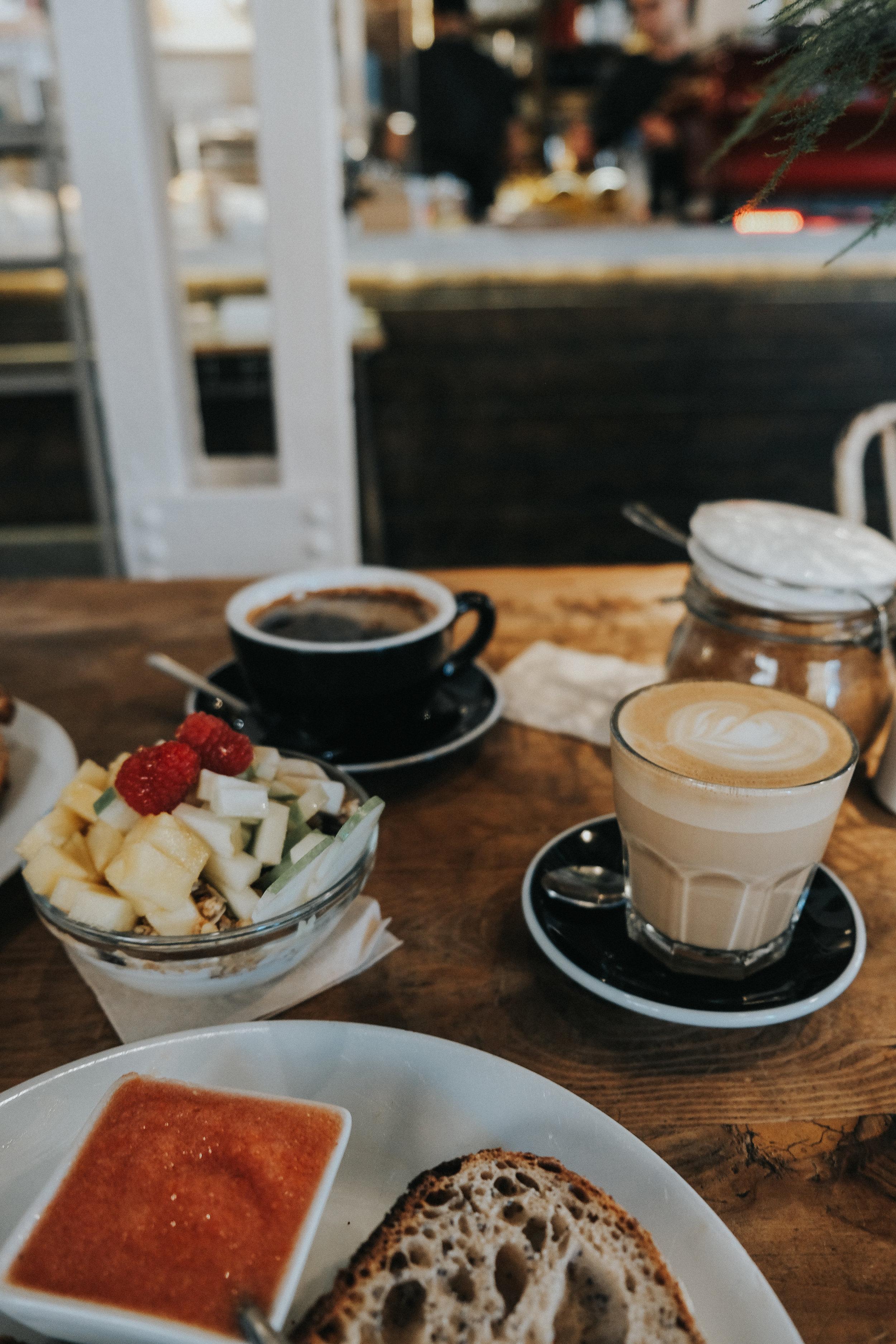 monkee kaffee madrid brunch vallehermoso