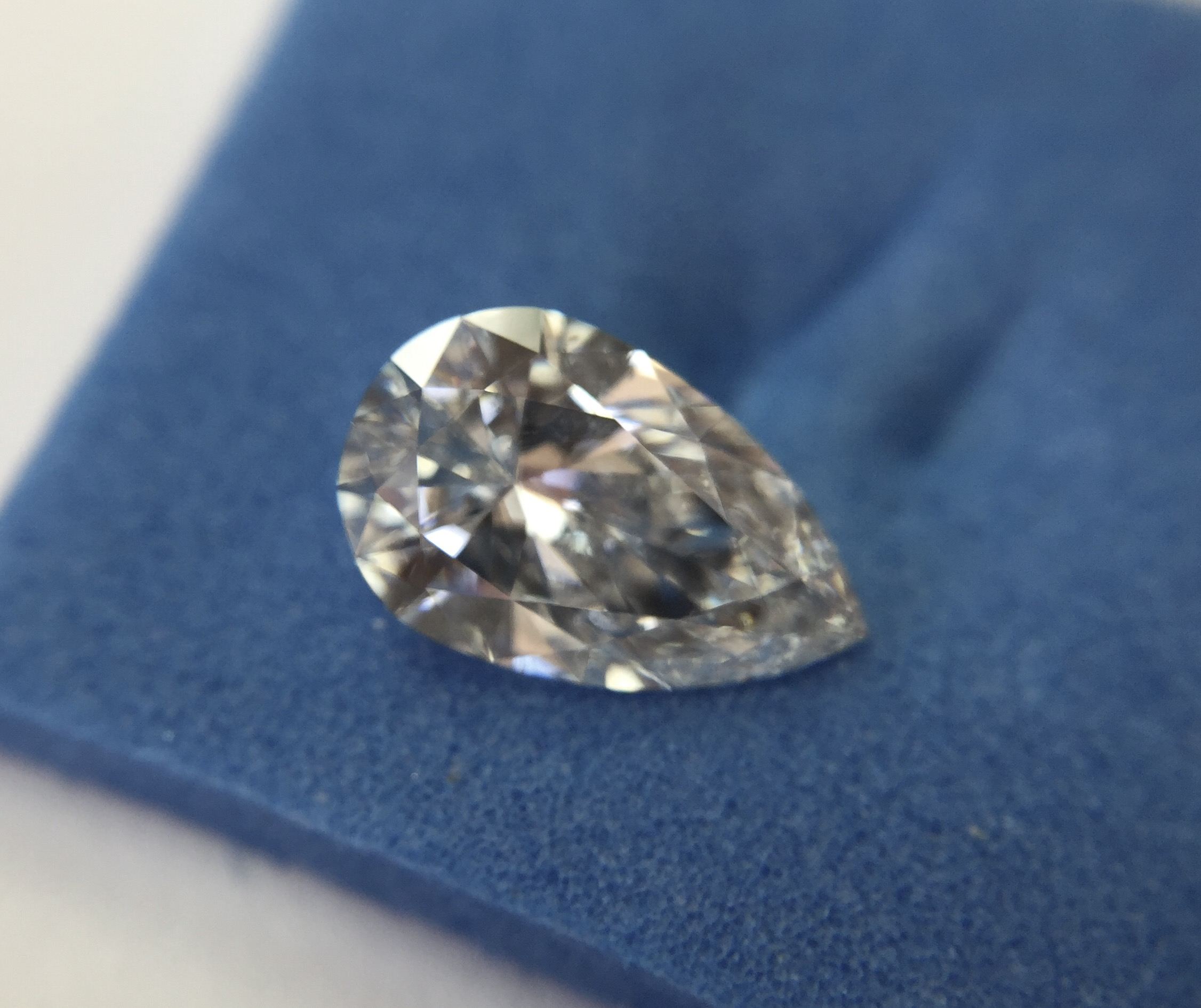 pear shape loose diamond