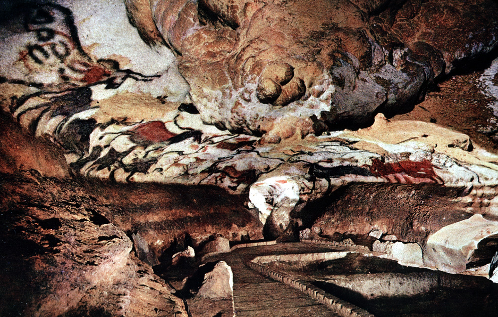 Caves of Lascaux source http://leseyzies-tourist.info/