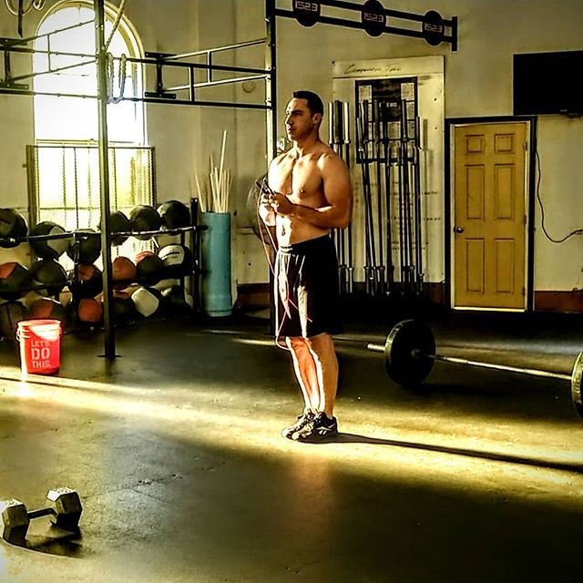 Seconds before starting 18.3. It feels like it's the calm before the storm, those last few moments to focus and visualize. When it's time to start, you must navigate through with Controlled Aggression. Maintain your composure and stay in control throughout.  @hernandezperformance @corecrossfit @fitphx @thefitbot @ganazapparel @azffathletics @xendurance @xyience  #hernandezperformance #corecrossfit #fitphx #poweredbyfitbot #ganazapparel #azffathletics #onlinecoach #competition #competitiontraining #fitover40 #xendurance #2018open #firefighter #xyience #cherrylime #uspfc2018