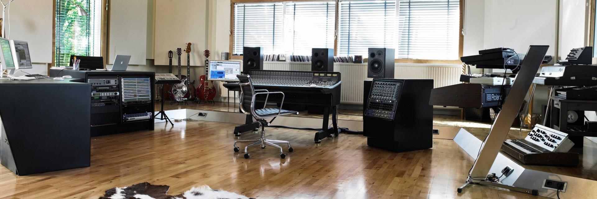 control-room-a-1920x640.jpg