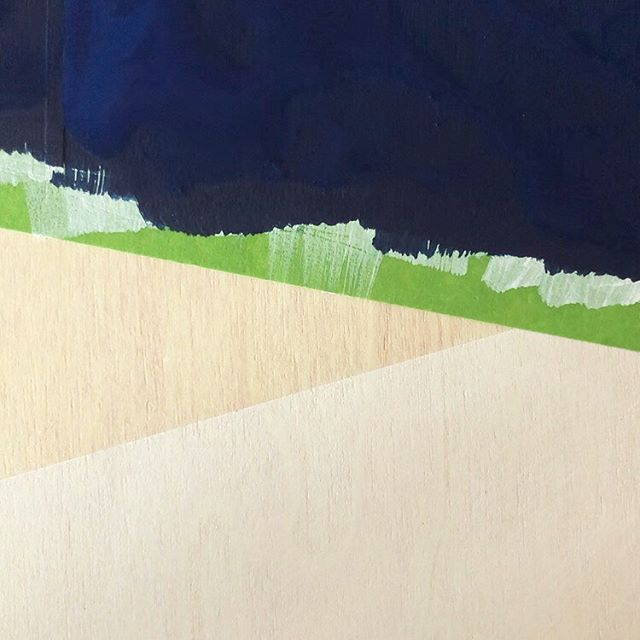 The best bit 👌⭐️ . . . . . #maskingtape #painting #peelingtape #satisfying #paintpatterns #painttextures #wetpaint #blue #plyboard #frogtape #woodentextures #woodensurface #geometricshapes #geometricpainting #minimal #acrylicpaint #studio #white #buildinglayers #brushstrokes #studioshot #creativespace #painter #contemporaryscottishartist #scottishcontemporaryart #landscapepainter #scottishlandscape #contemporarylandscape #edinburghbasedartist #newwork