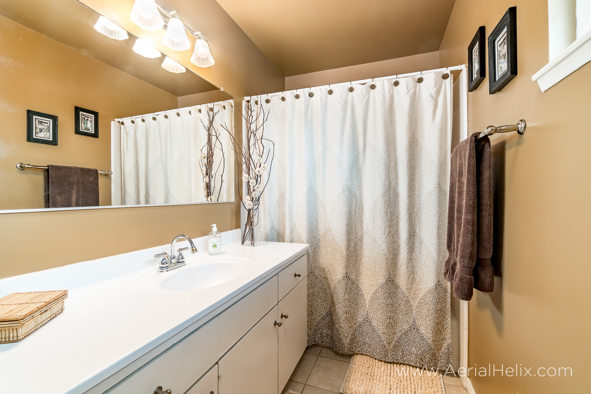 Briarwood St real estate photographer-20.jpg