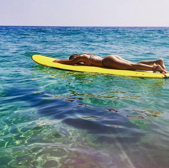 Perfect way to tan. @stormbladeboards #theoffice #surflife @tim_obrero photo cred @stonyy