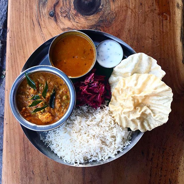Chai Pani Vegans! It's your time to thali! 🥳 Today we're serving a creamy Mixed Vegetable Korma made with peas, carrots, and cauliflower in a spicy tomato, coconut, and cashew curry seasoned with kashmiri chilies, ginger, coriander, and curry leaves. Served with basmati rice, daal, masala slaw, raita, and papadums. 🤙🏽
