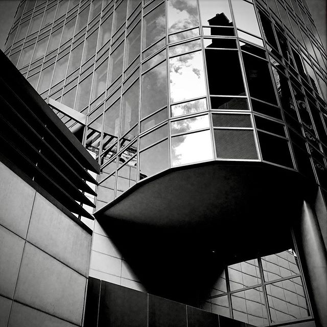 #nyc #building #reflection #roadtrip #bw #photography #shadow #photographer #iphonesia #iphoneonly #instagood #instadaily #geometry #art #lines #patterns #architecture #etc #mirror #glass #building #grid