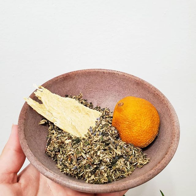 ♡ Organic Soft Yoni Steam Herbal Blend ♡ Lavender, nettle, lemon peel, mugwort, astragalus root 🌱For the first time steamers 🌱Gently cleanses your womb 🌱Used in postpartum healing 🌱Short menstrual cycles 🌱Spontaneous bleeding between cycles 🌱2 menstrual cycles in a month 🌱Teens who have just started their period 🌱Those seeking a relaxing, all around mind, body, spirit healing 🌱more intense and sensual intimacy  Booking sessions online! Link in bio!  Contact me if you have any questions 💗💗 #womenshealth #holistic #holistichealth #yoni #yonisteam #yonisteaming #womenshealth #alternativemedicine #vaginalsteam #healing #healthyishappy #postpartum #postpartumhealing #herbalhealing #yonisteamfacilitator #ayurveda #herbal #delaware #philadelphia #wilmington #newjersey #newengland #pacificnorthwest #tealmariedesign #steamychick #mypreciousv