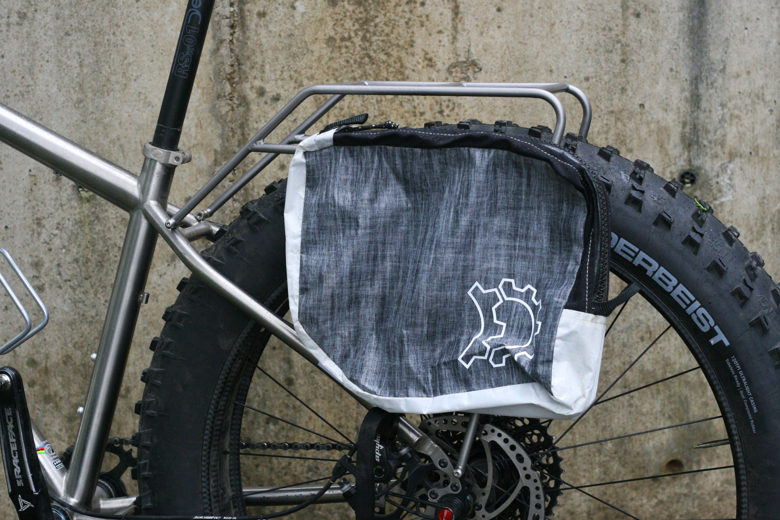 TCF-hardware-rack-rear-fatbike-titanium-Seven (9).JPG