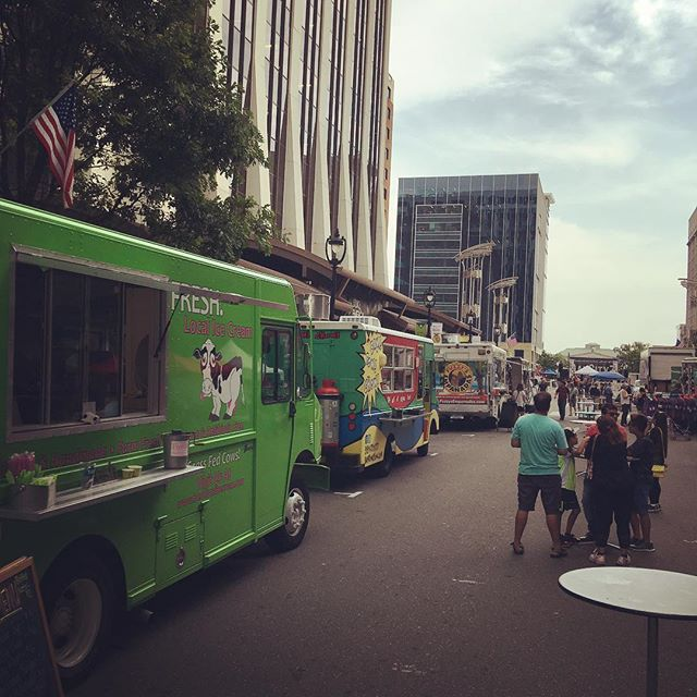 The fresh truck is in downtown Raleigh tonight for oak city 7 for live music and great food from @baguettaboutit @thehumblepig @fuzzysempanadas...just to name a few!! #freshlocalicecream #freshthetruck #foodtrucks #livemusic #downtownraleigh #OC7 #beattheheatwithicecream