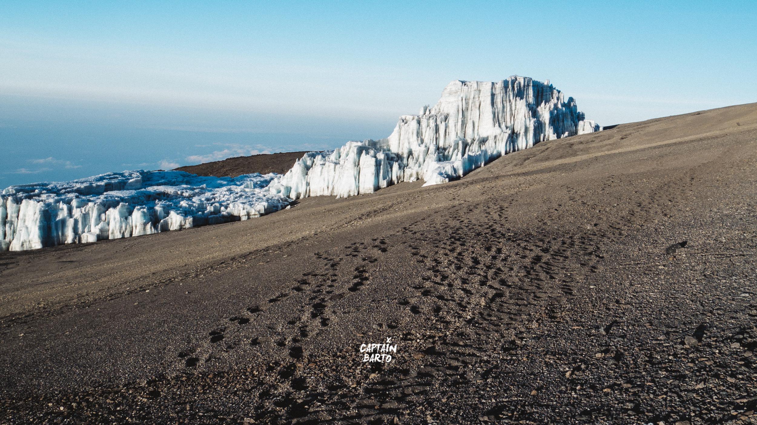 captainbarto-blog-wallpaper-climbing-mtkilimanjaro-110817-5.jpg