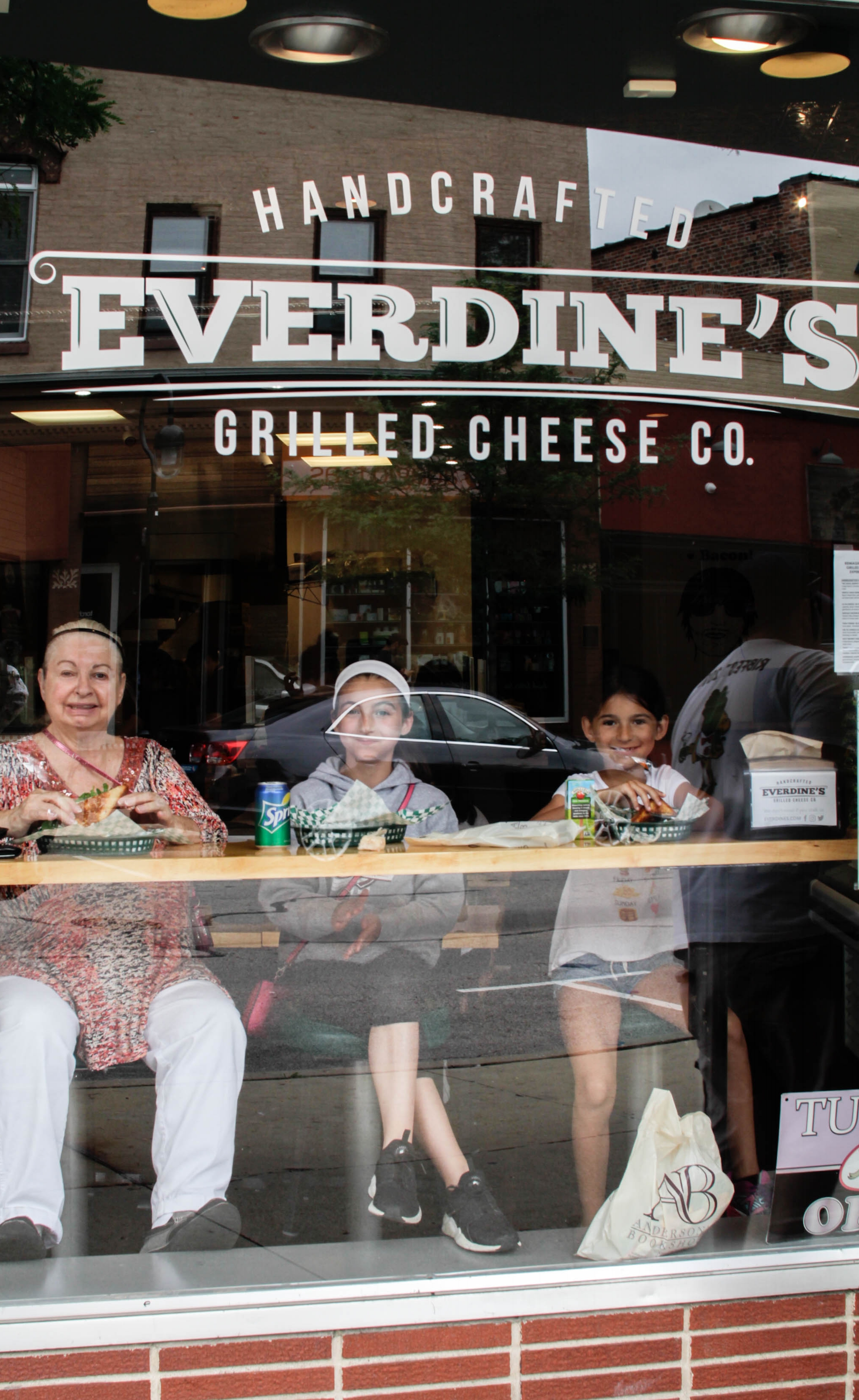 Everdines-grilled-cheese-downtown-naperville