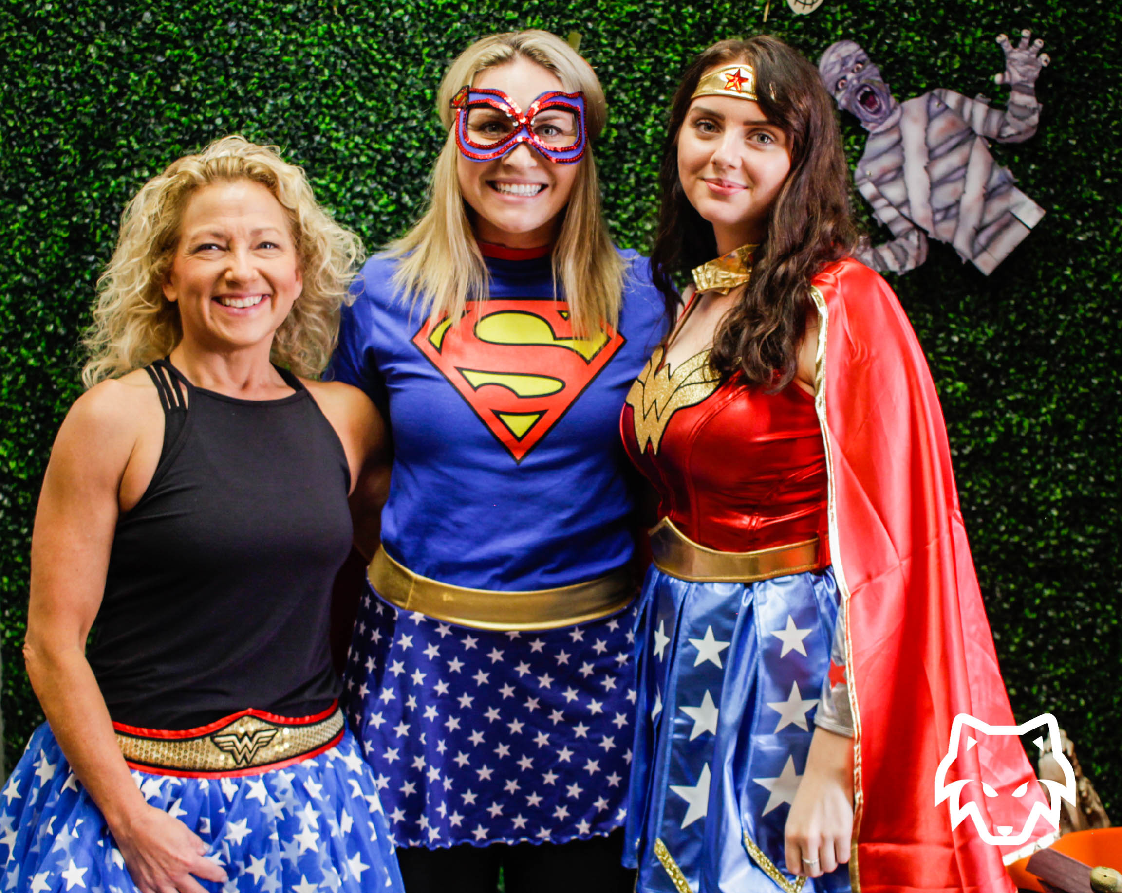 female-superhero-group-costume