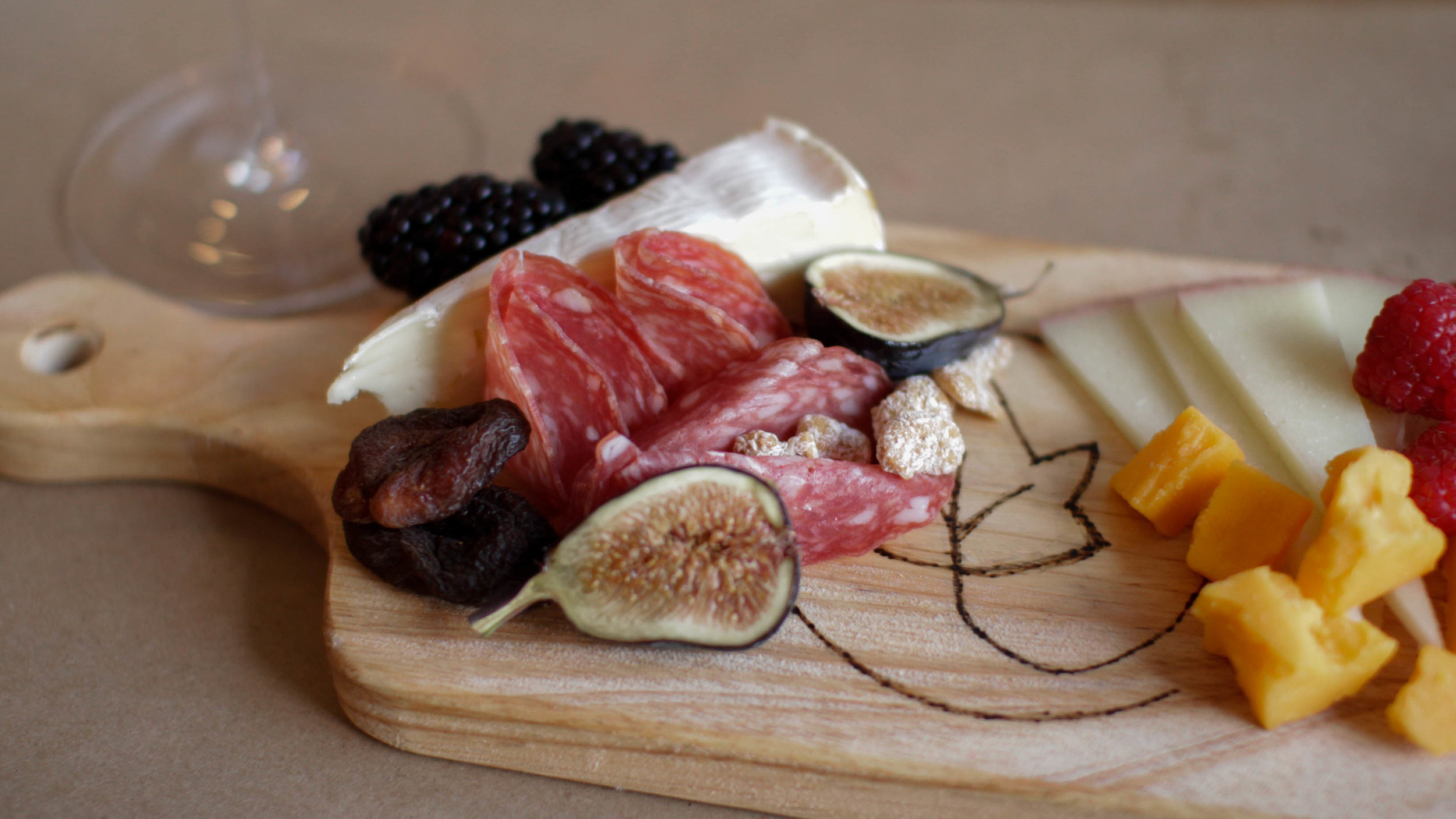 How to arrange a charcuterie board for serving