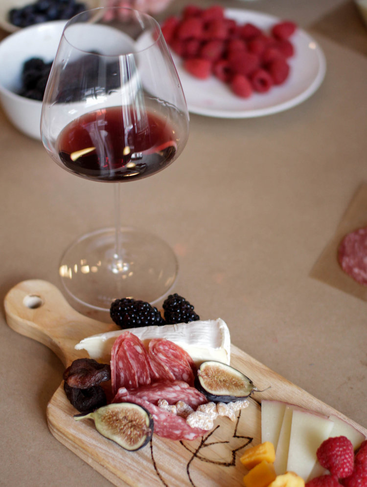Ivy Grapes Grassl Wine Glass