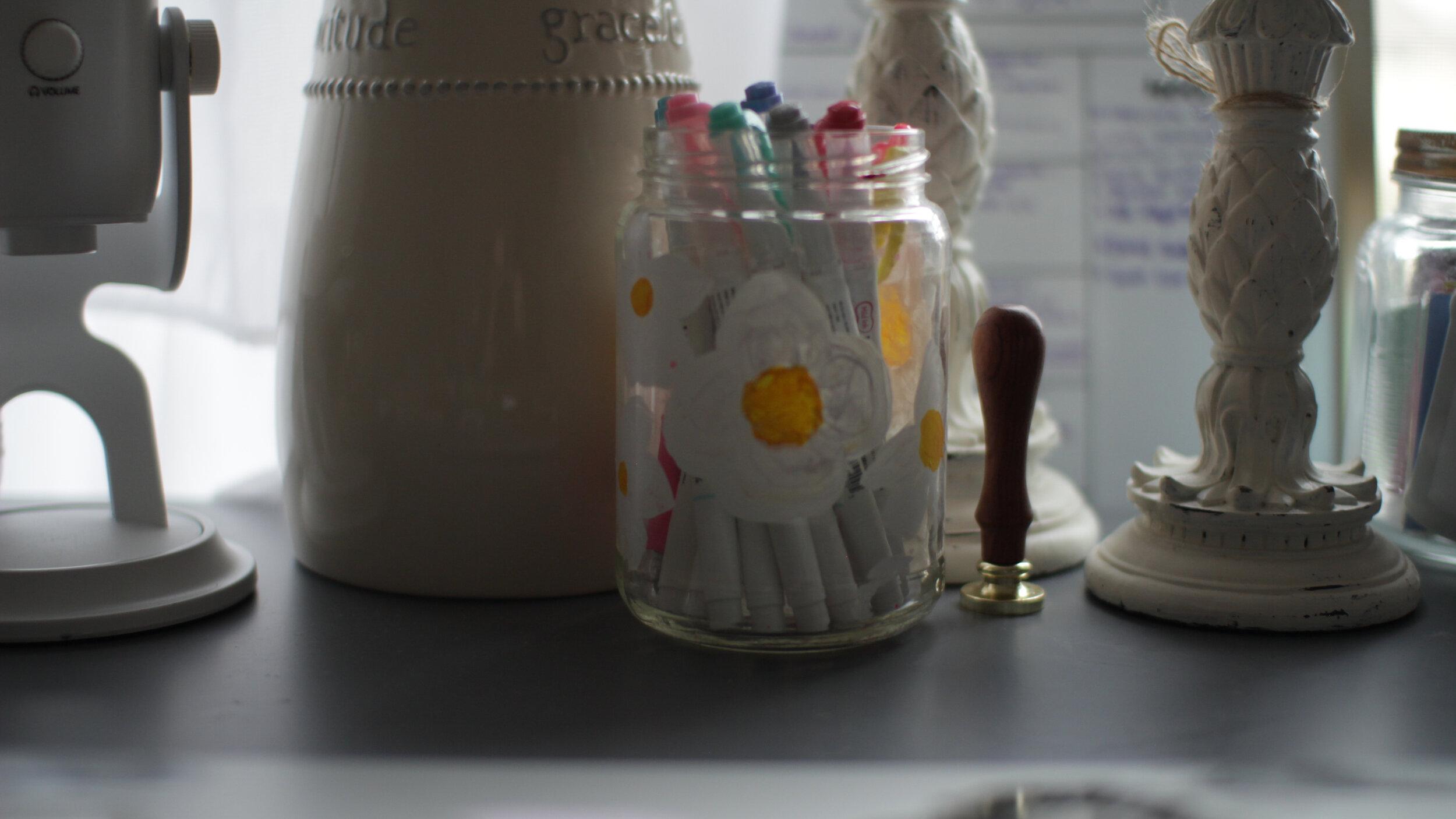 Cute mason jar painted flower pen and pencil holder