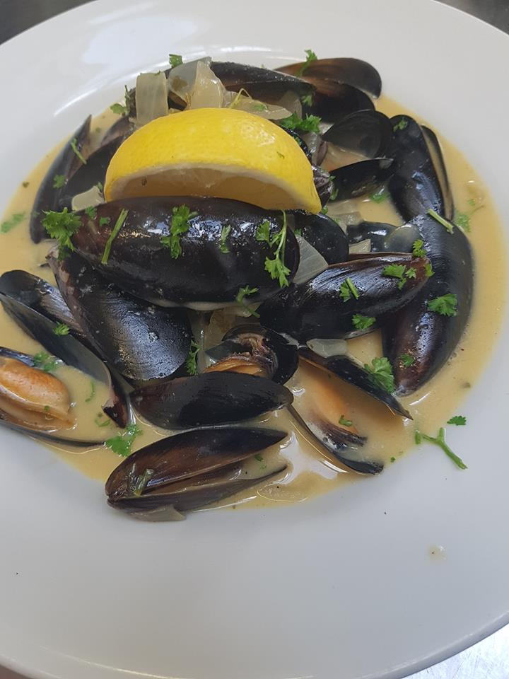 Sweet Pea Restaurant, Mussels in white wine sauce