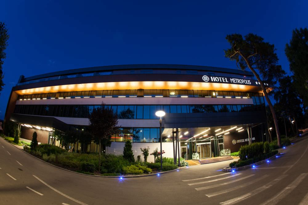 Hotel Metropolis, Bistrita ( image source )