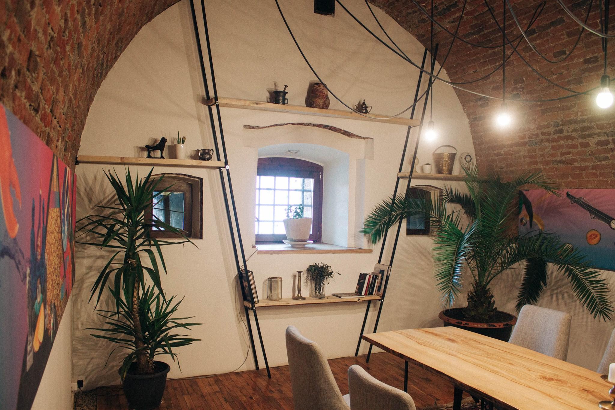 Studio, Alba Iulia ( image source )