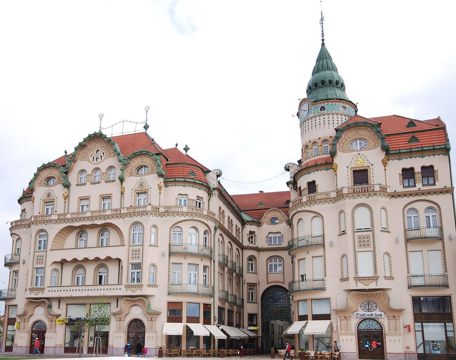 "The ""Black Eagle"" Palace, Oradea (copyright: creative commons )"