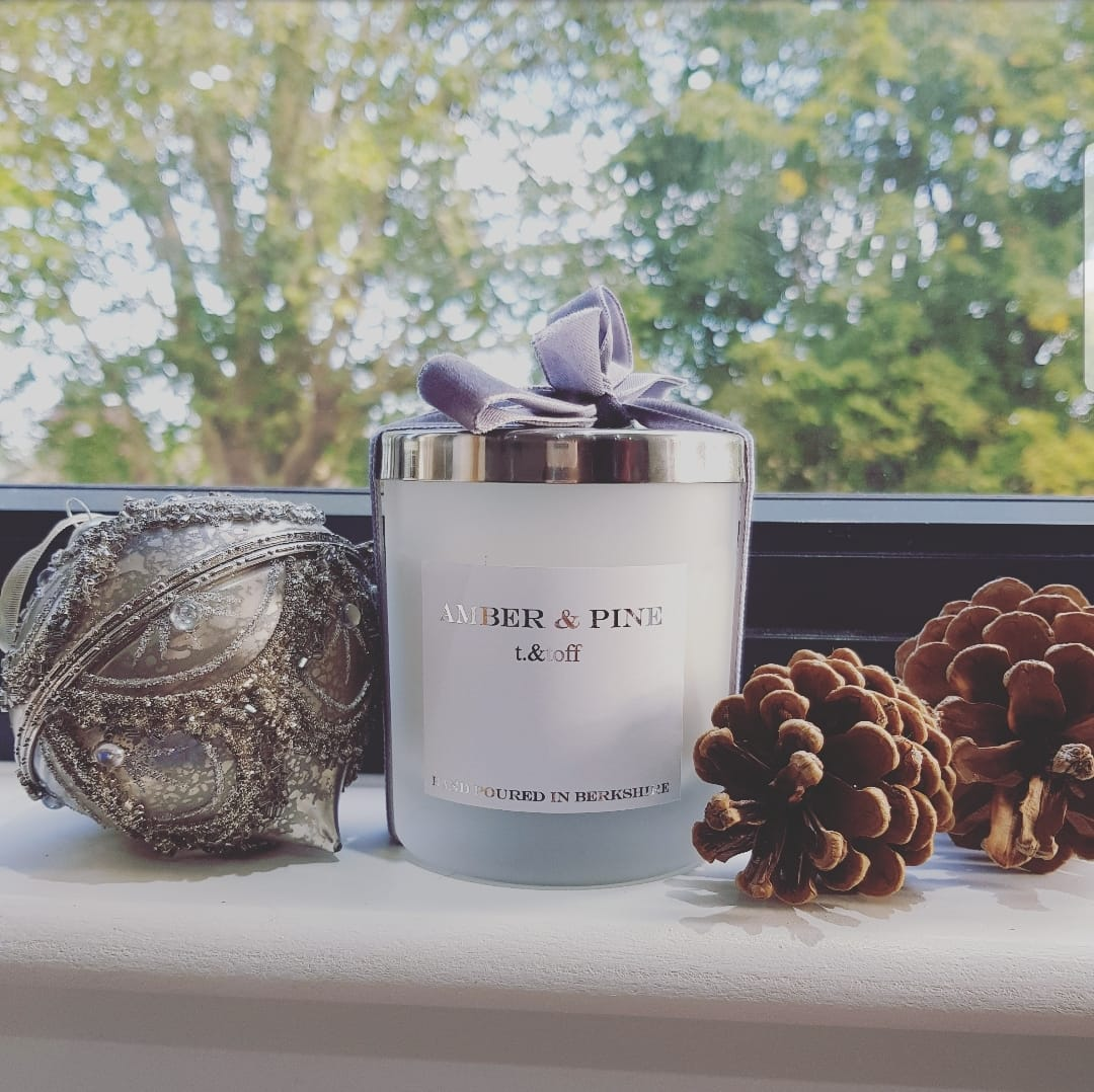 The t.&toff Christmas candle: Christmas pine surrounded by frosted white glass