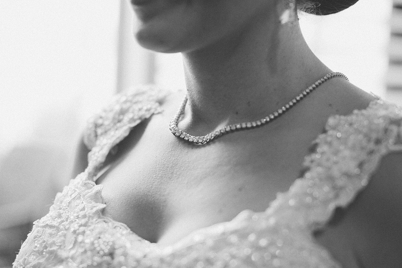 Melisa wore the famouse Jewelia necklace on her wedding day!