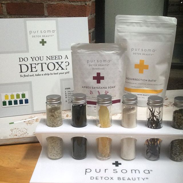 Do You Need a Detox? Yes, apparently I do which is no surprise considering how much 🍷&🍸I enjoy! We now have this beautiful display so you may see what exactly is in the bags. French grey sea salt, seaweed, algae, ginger root and eco-cert French green clay. We have plenty of strips on hand to check your pH level. ✅