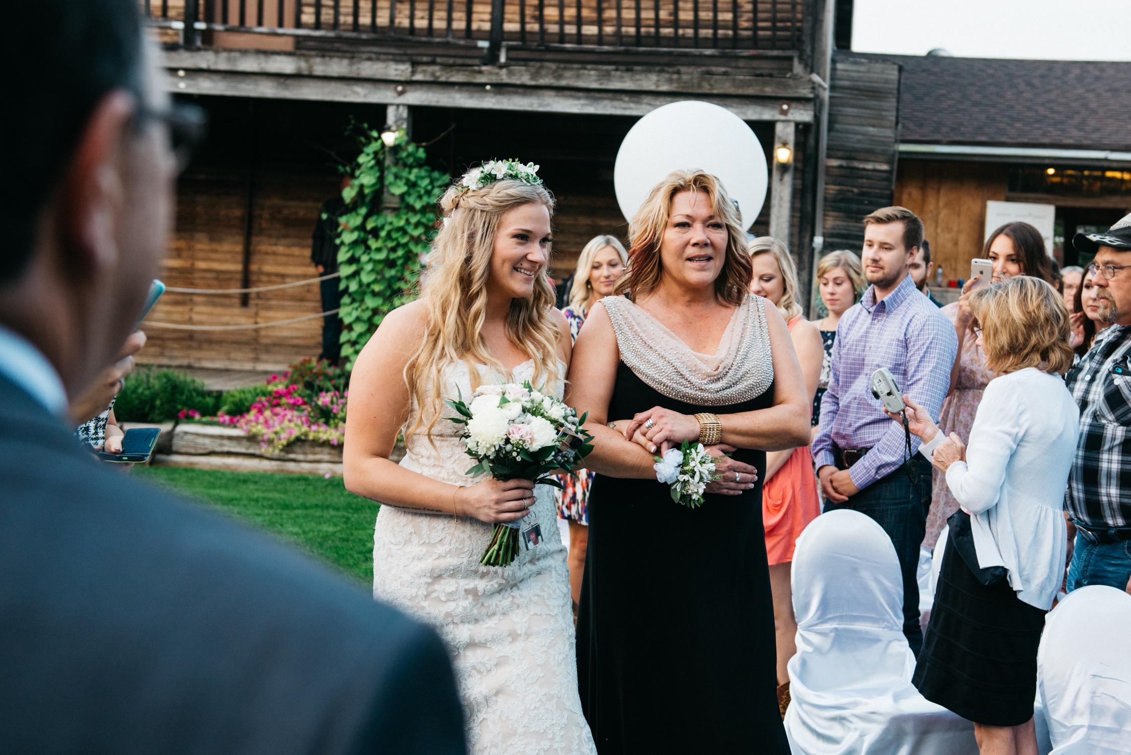 050_saskatoon_saskatchewan_small_town_wedding.jpg