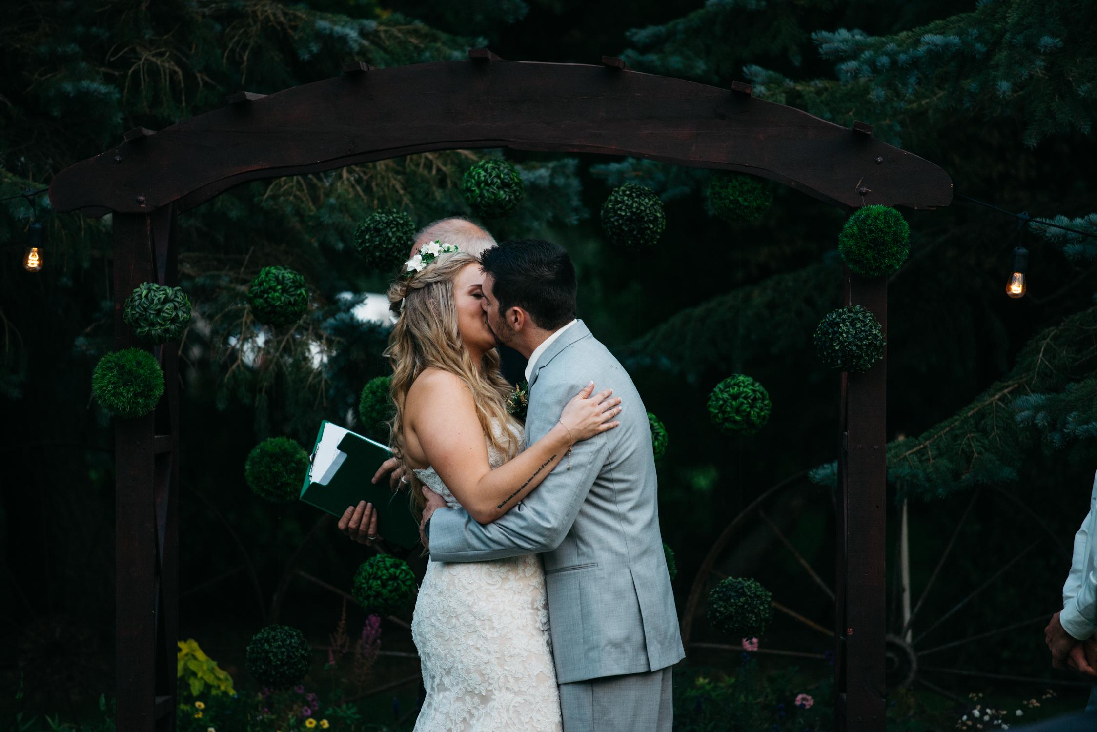 061_saskatoon_saskatchewan_small_town_wedding.jpg