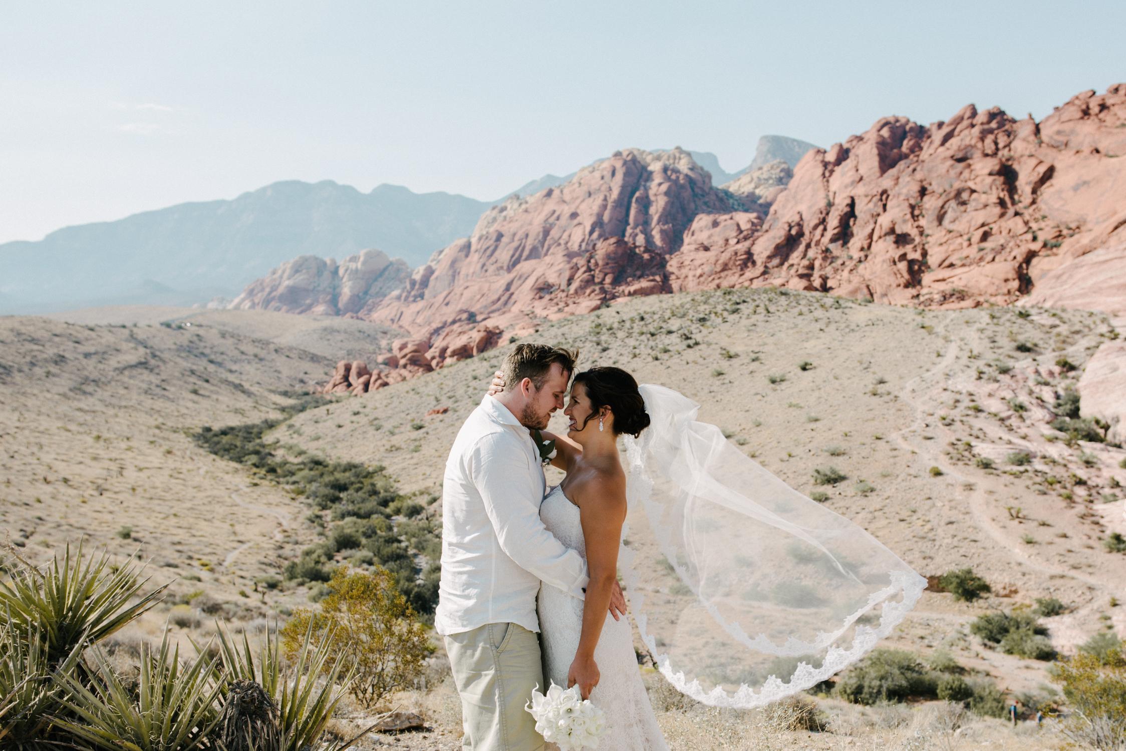 025_Redrock_canyon_vegas_wedding_photographer.jpg
