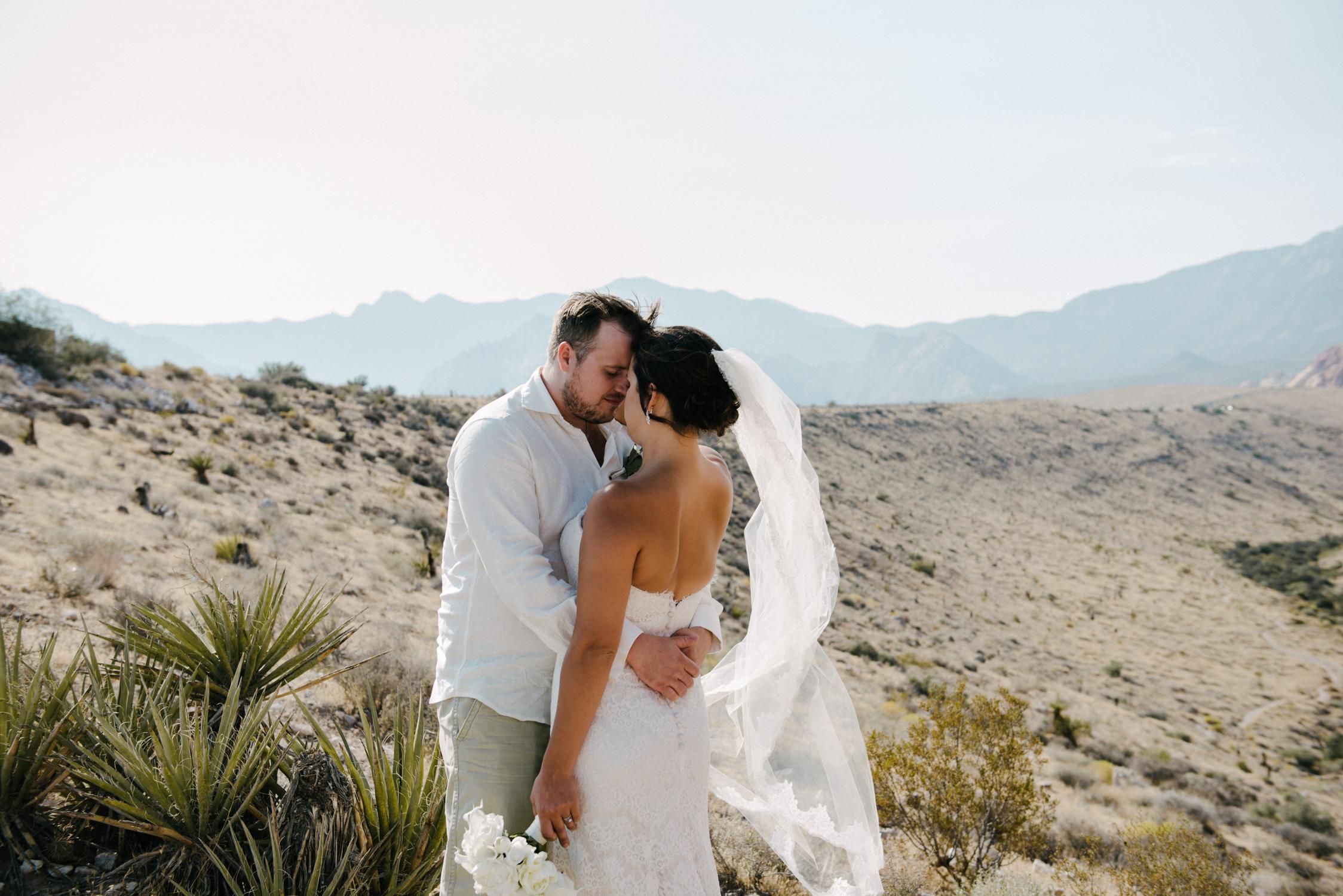 026_Redrock_canyon_vegas_wedding_photographer.jpg