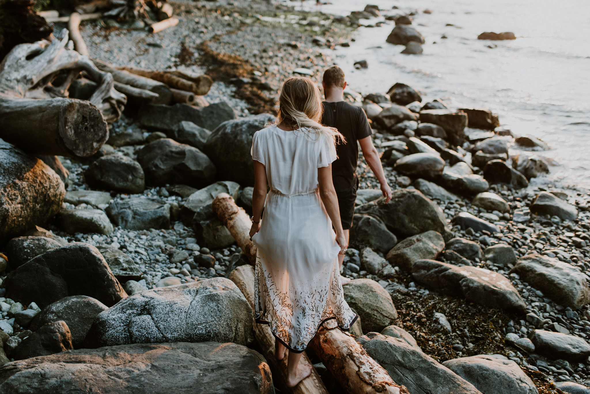 056_StacieCarrPhotography_vancouver-elopement-photographer-adventurous-engagement-smoke-bomb-beach.jpg