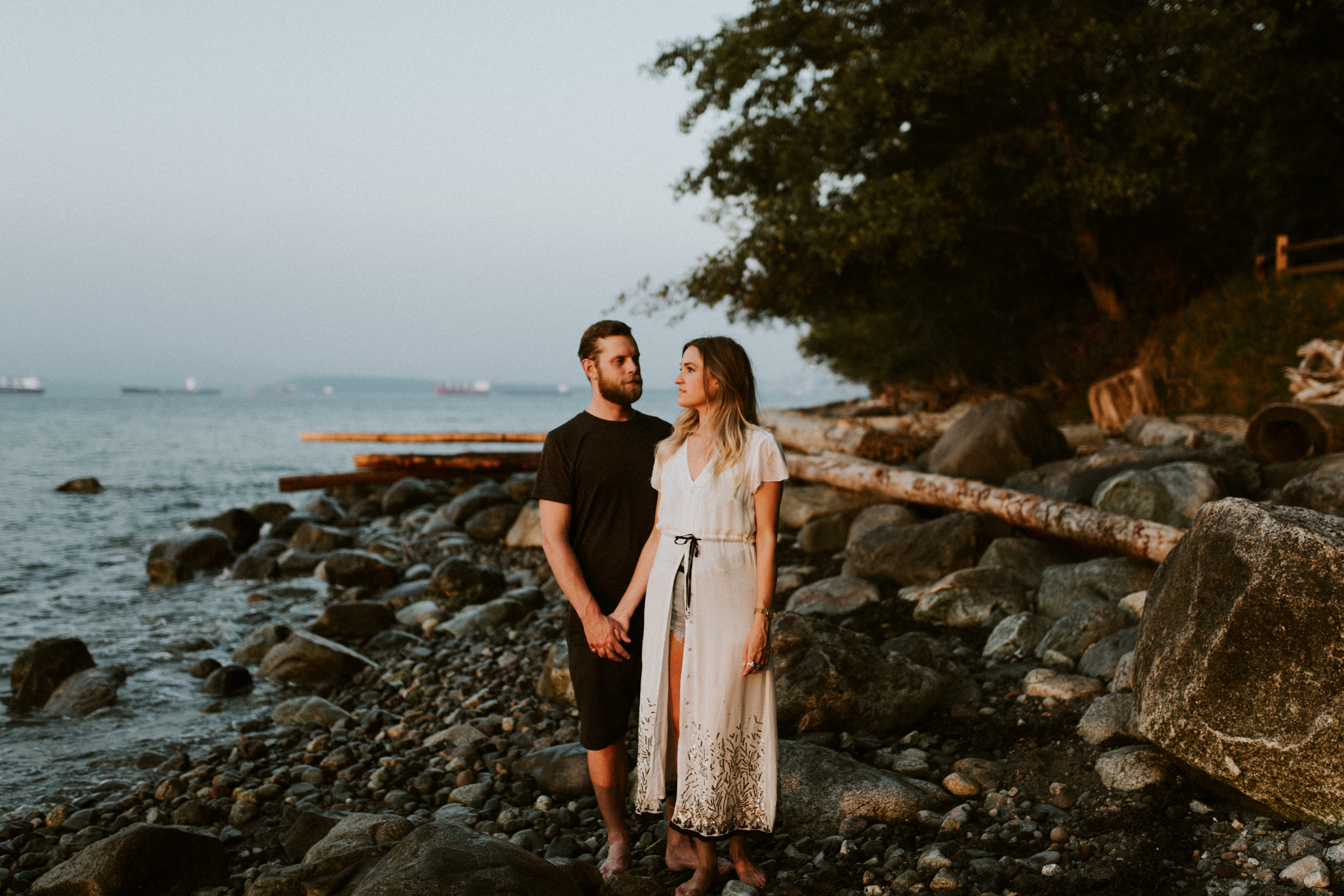 067_StacieCarrPhotography_vancouver-elopement-photographer-adventurous-engagement-smoke-bomb-beach.jpg