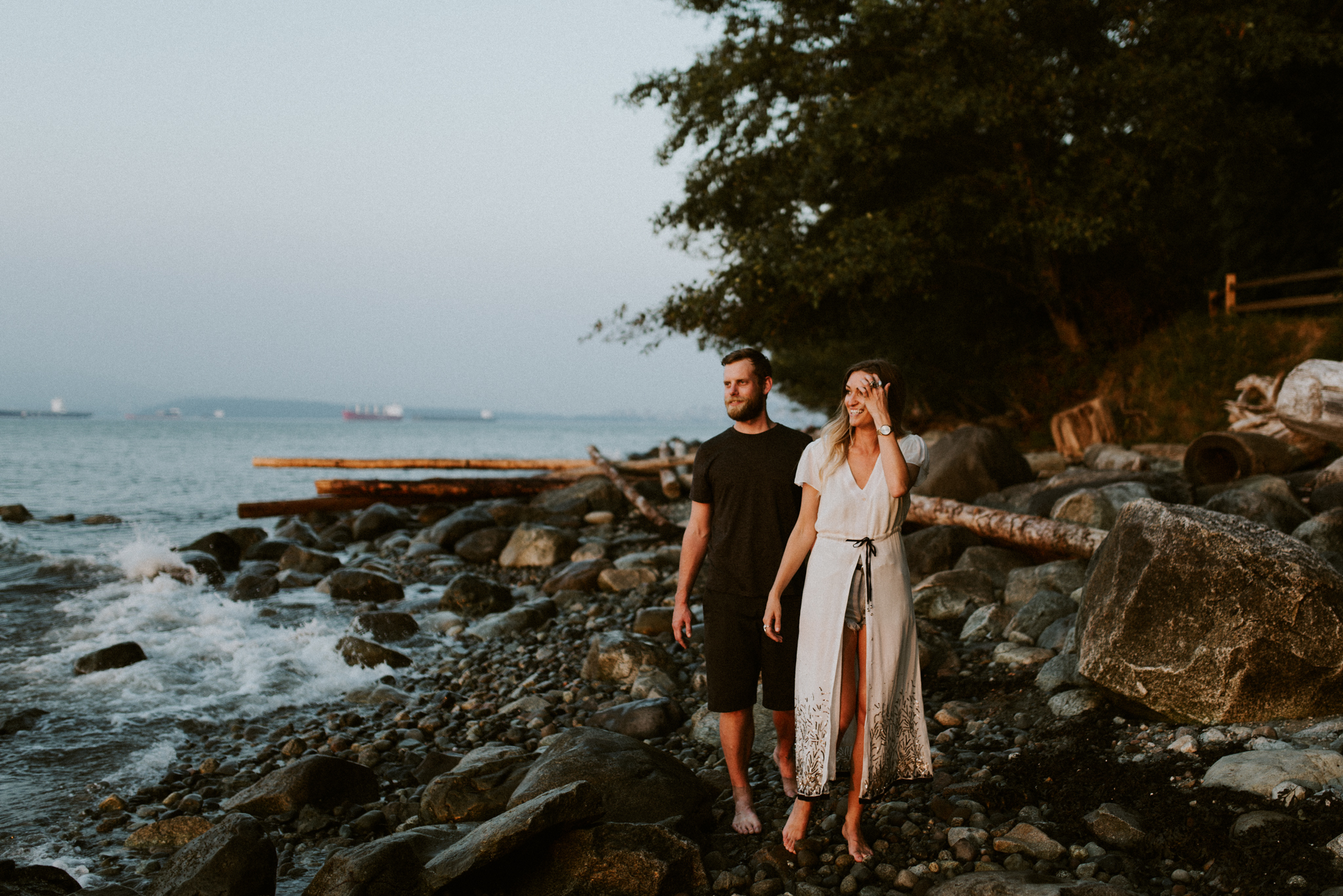 069_StacieCarrPhotography_vancouver-elopement-photographer-adventurous-engagement-smoke-bomb-beach.jpg