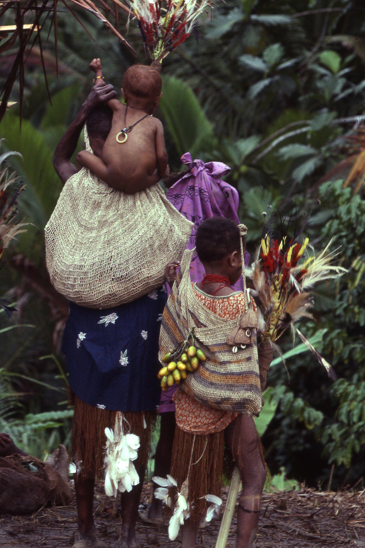 Waina woman and girl wearing string bags and ritual attire (Photo M. MacKenzie).