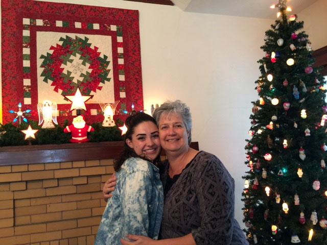 Illona Farnes and daughter.jpg