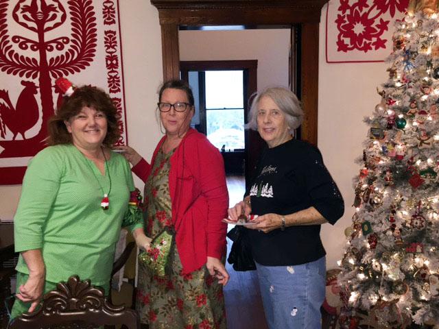 Tammie clarke Lisa Holland and her  Mom.jpg