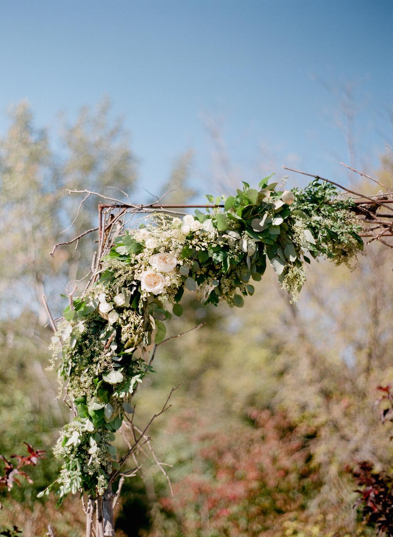 wedding florist in winnipeg - white and gold wedding ideas