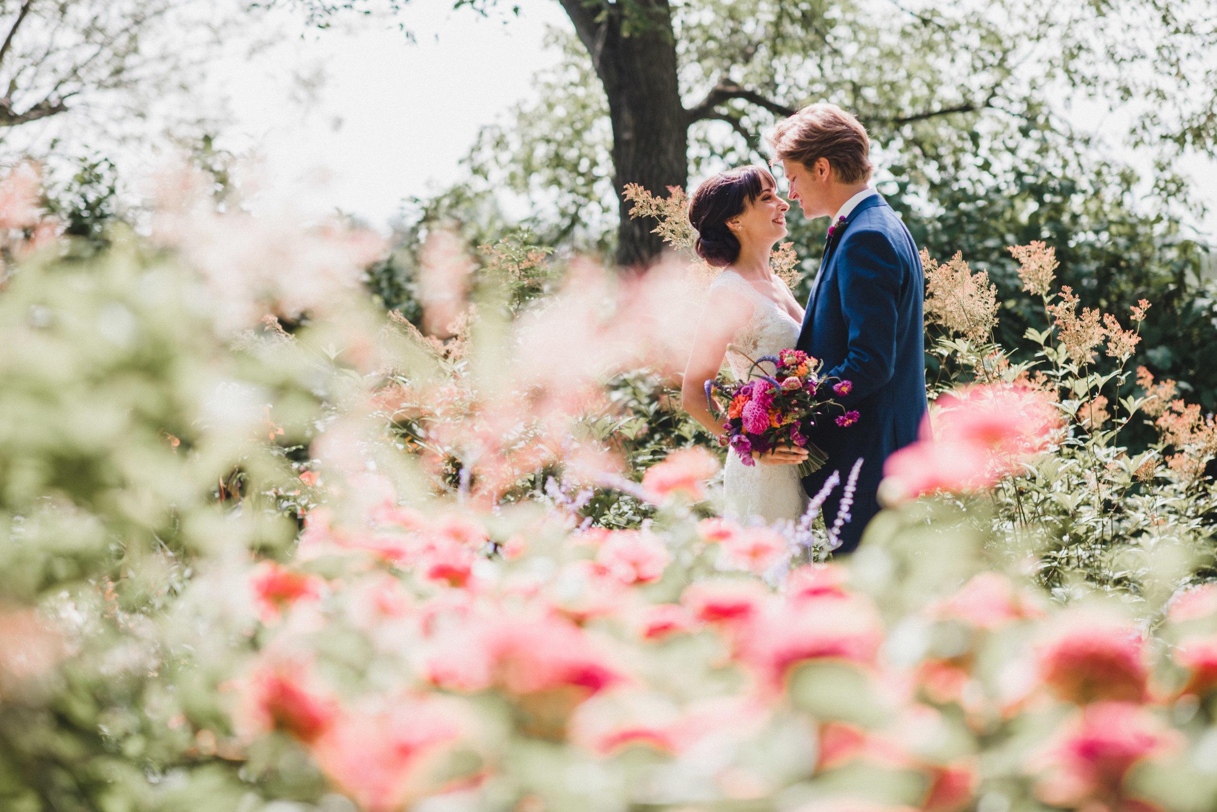 Winnipeg Wedding Photographer - Wedding Florist in Winnipeg
