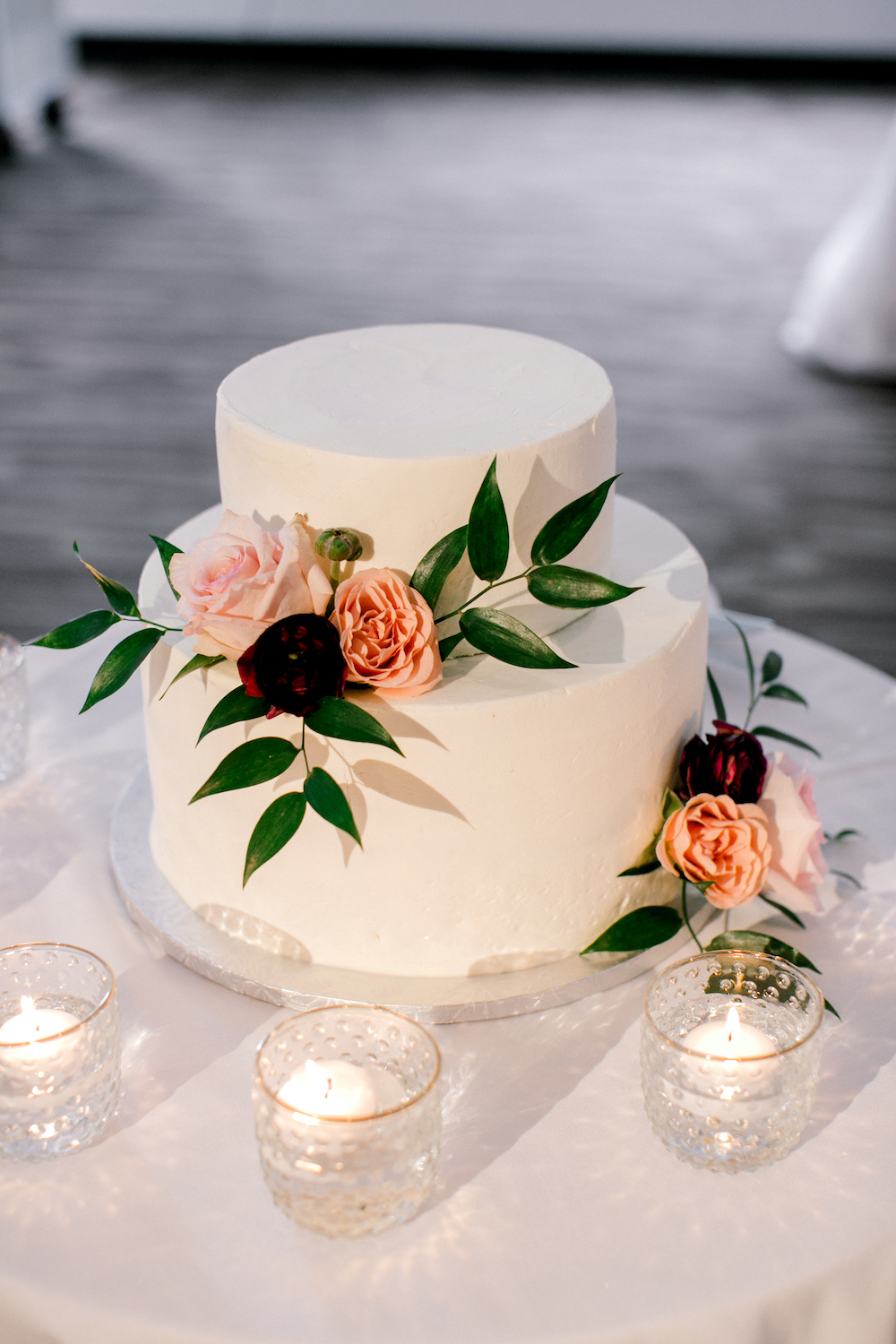 Floral Wedding Cake in Winnipeg - Wedding Florist Winnipeg