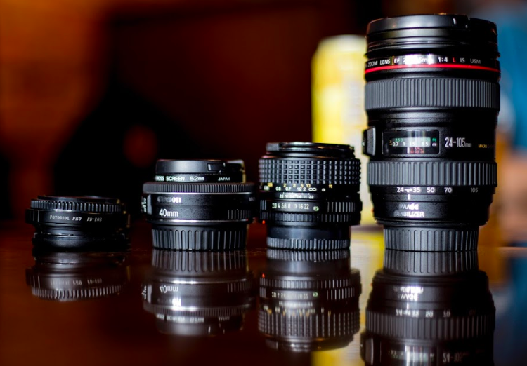 Different Canon lenses lined up