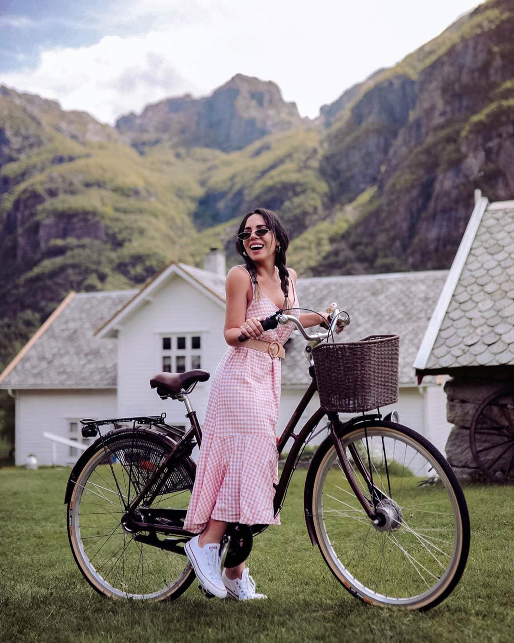 WhatTheChic with bike in Lysebotn Norway