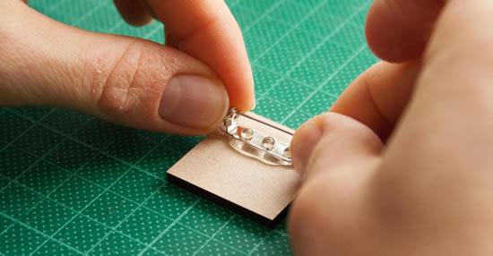 diy-brooch-positioning-pin.jpg