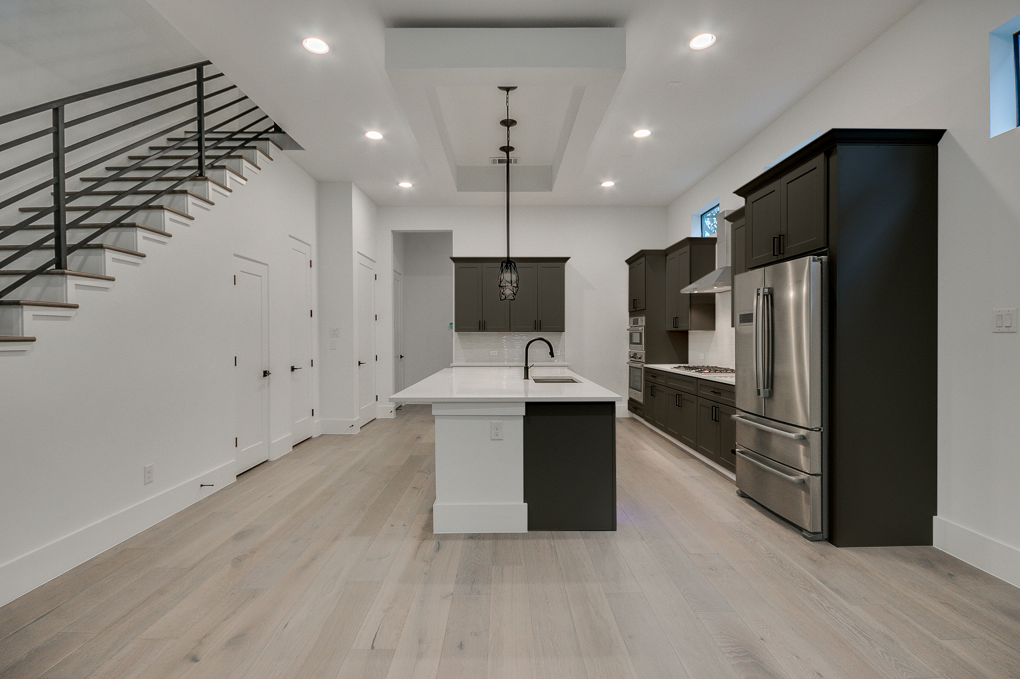 305 E 27th St3_BrownCabs.jpg